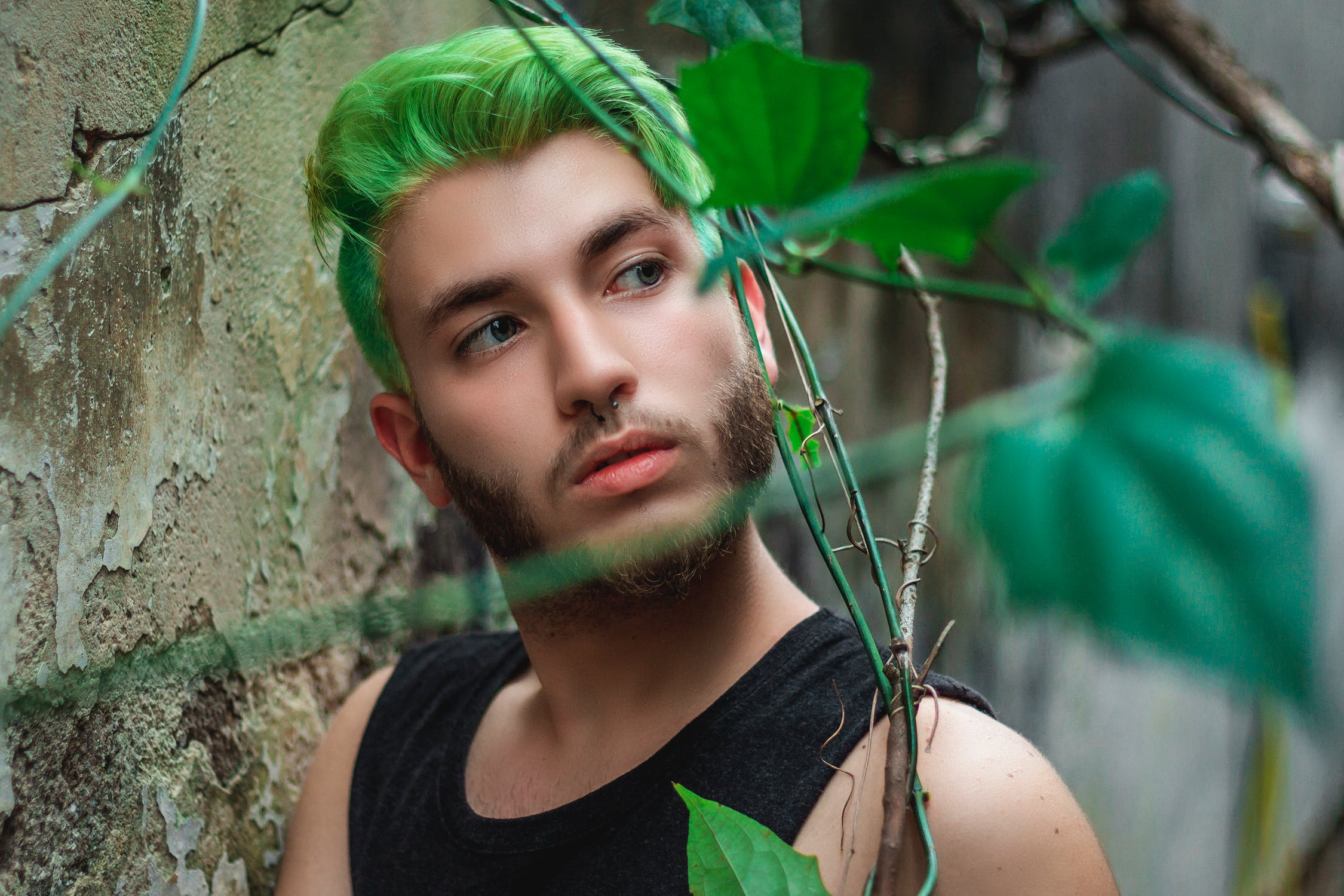 hombre pelo verde